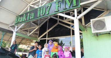 "KUNJUNGAN KE RADIO DAKTA 107 FM "" DUBBING LENONG TASKIA"""